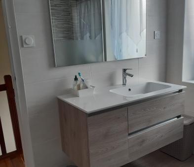 Meuble de salle de bain avec vasque décentrée