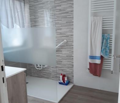 espace de douche pour accessibilité PMR