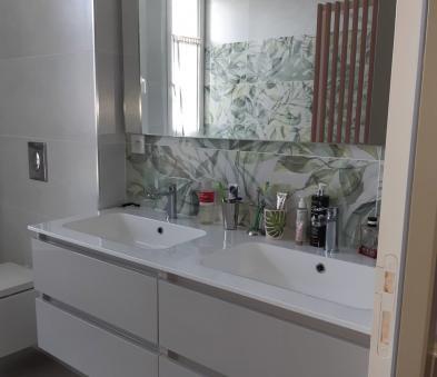 Meuble tiroir laqué gris clair avec  double vasques