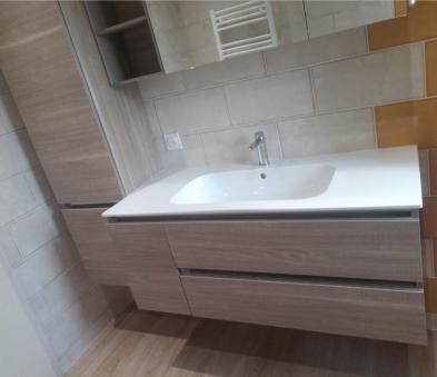 Ensemble meuble de salle de bain avec vasque moulée