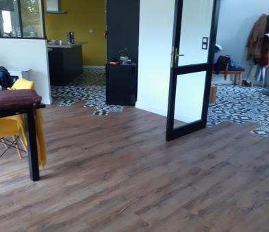 Revêtement de sol PVC ton bois et imitation carreaux ciments